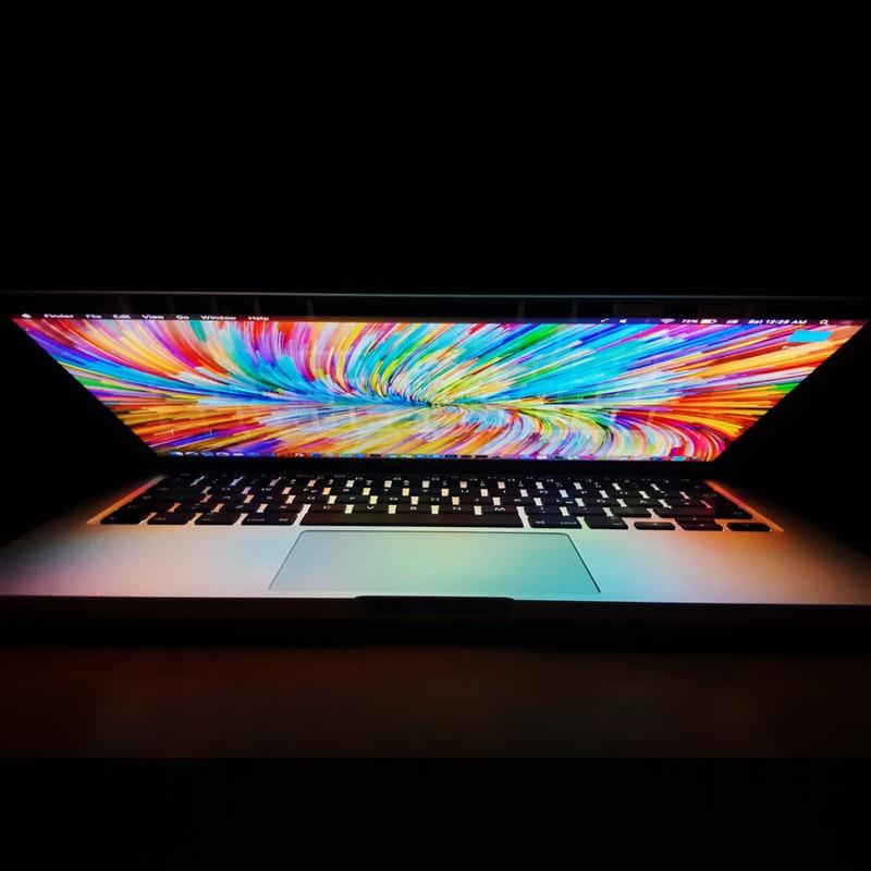 Obrazek zawiera zdjęcie laptopa.